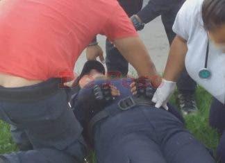 La policía fue llevada en urgencia al ISSTE y la señora fue llevada por paramedicos a una clínica particular.