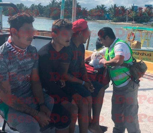Los tres fueron transportados a la base de la Guardia Costera Mexicana para su atención médica.