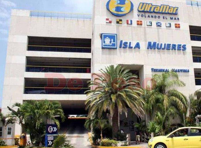 De acuerdo con información de Arturo Báez Vega, gerente general de esta empresa, Ultramartransporta diariamente a casi 12 mil visitantes a la Isla de Cozumel.