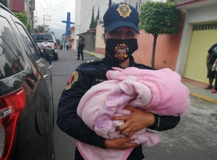 El bebé fue trasladado al Hospital infantil de Coyoacán para una valoración médica.