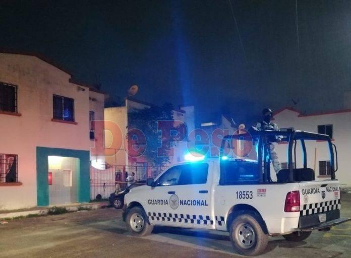 """A las 12 de la madrugada de hoy, vecinos llamaron al servicio de emergencias 911, después de que apuñalaran a un """"vato"""" en la región 259."""