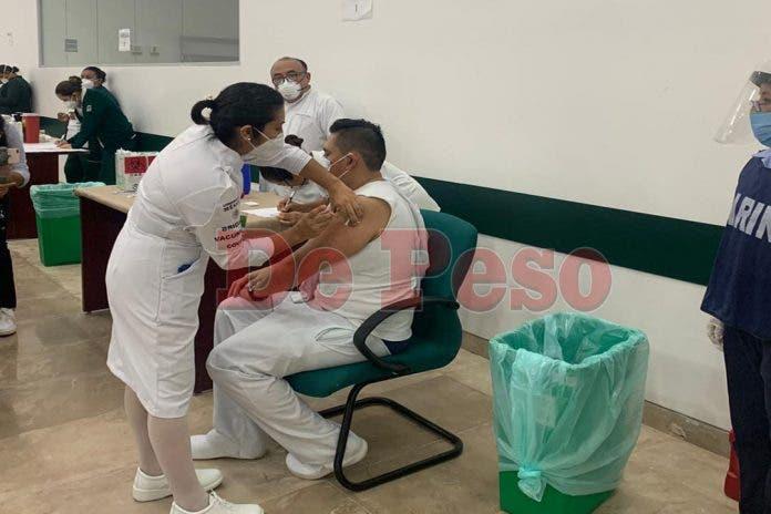La Secretaría de Salud especificó a través de un comunicado oficial que la estrategia nacional de vacunación está dividida en 5 etapas.