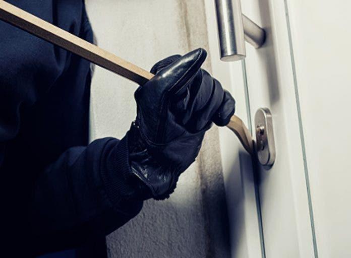 portada- roban -casa-ladrones-salen -asustados-covid