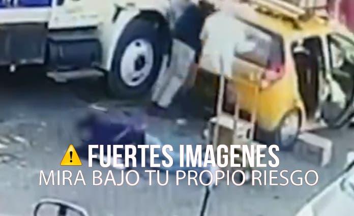 Por medio de las redes sociales comenzó a circular los videos de dos cámaras de seguridad que captaron el ataque ocurrido.