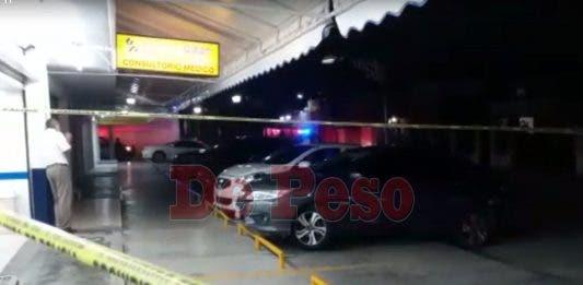 Atacan a balazos a una persona cerca de farmacia de Cancún (Video)