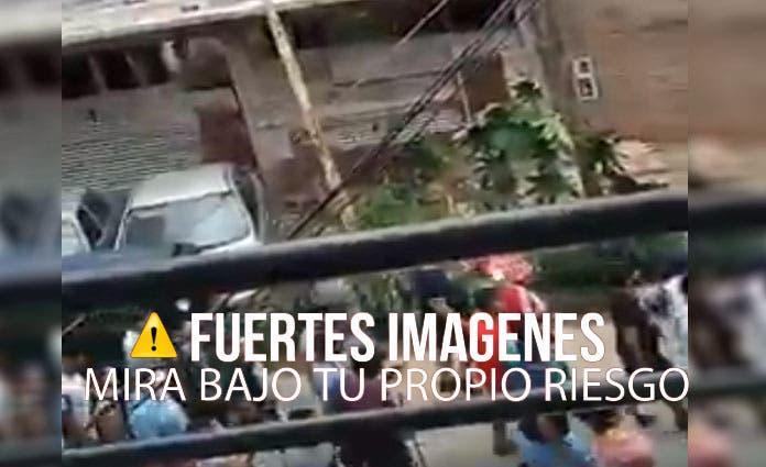 Vecinos cansados desnudan a tres jóvenes por andar robando (Video)
