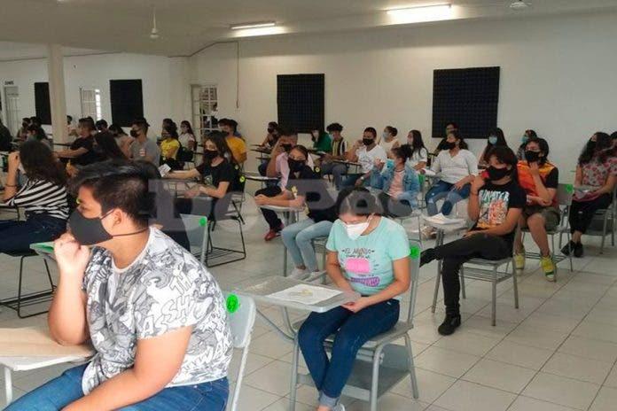 Jóvenes preparatoria examen
