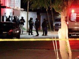 Comando armado ejecuta a siete y lesionan a dos dentro de domicilio