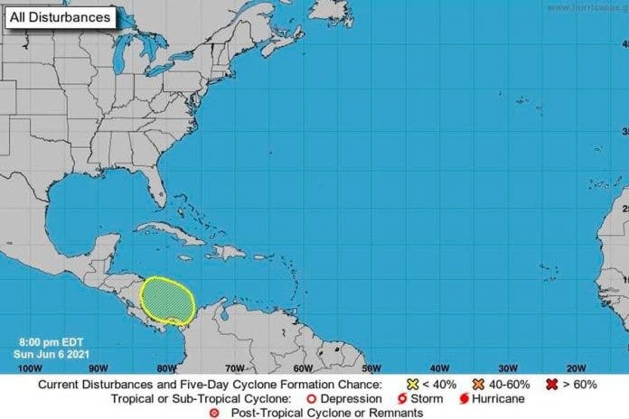 Cancún vigilan ciclónico