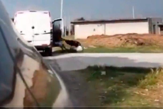 Vecinos captan intento de feminicidio frente a varias personas