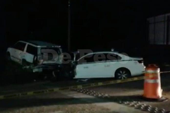 Brutal choque entre taxi y auto particular deja tres personas muertas