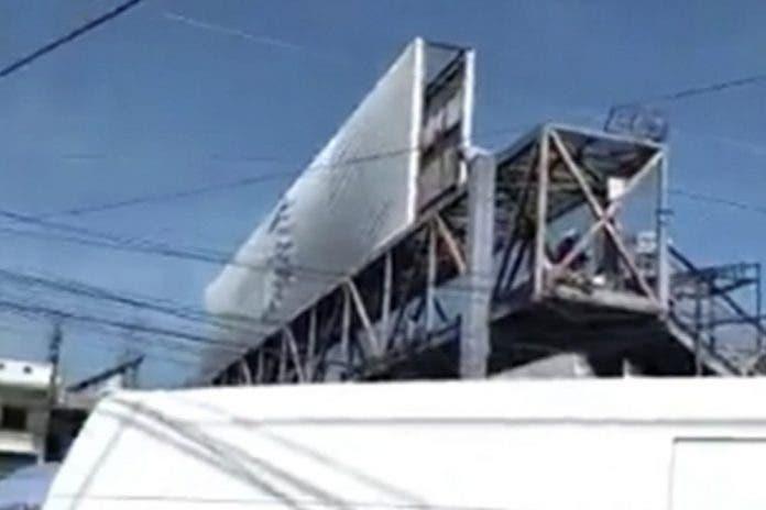 Abuelito sube a puente peatonal y se arroja para quitarse la vida
