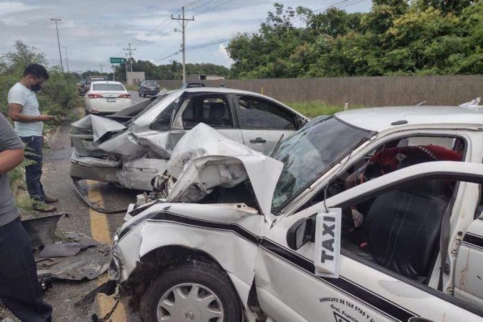 Aparatoso choque en la carretera de Playa del Carmen deja 5 heridos
