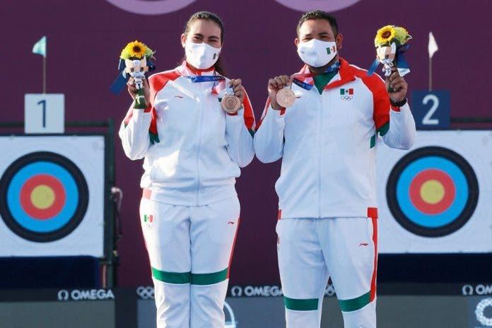 México ya tiene su primera medalla; es de bronce en la prueba mixta de tiro con arco