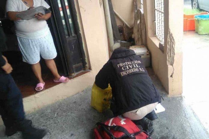 Mujer encuentra fuera de su casa una bolsa con un bebé muerto adentro