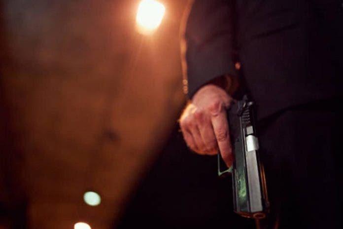 Sujeto entra a la casa de sus exjefes y los asesina a balazos
