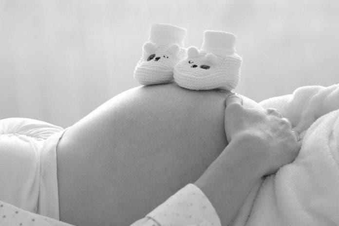 Sujeto quema a su esposa por no quedar embarazada, él era el infértil
