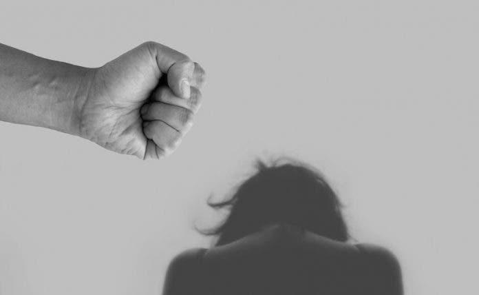Víctimas de abuso no denuncian por temor a las críticas públicas