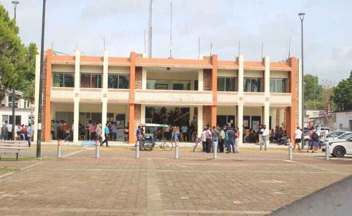 Trabajadores del ayuntamiento de Carrillo Puerto no han cobrado en un mes