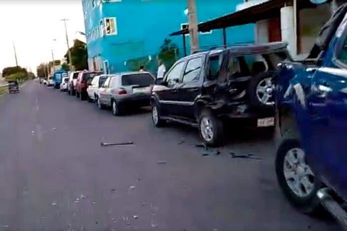 Carambola en avenida de Cancún deja miles de pesos en daños
