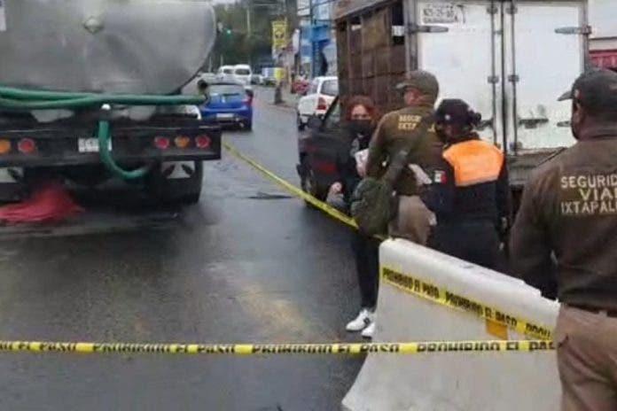Pipa de agua mata a señora de 50 años que intentaba cruzar la calle