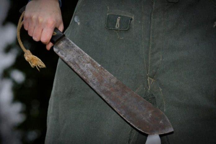 Por 50 pesos joven machetea la cabeza de otro en Ciudad de México