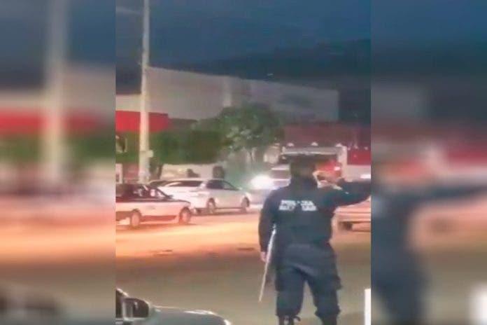 policía mirando matan