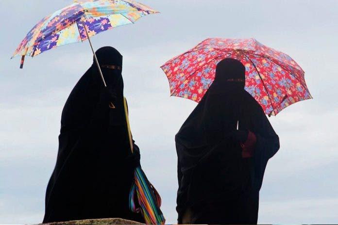 Talibanes asesinan a mujer por negarse a usar burka