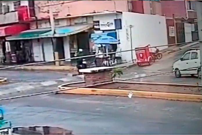 Delincuentes asaltan a vendedor de tamales, no contentos lo balean