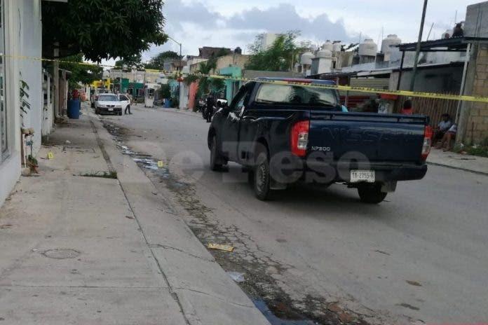 En forcejeo policías le dan balazo a ladrón en Playa del Carmen