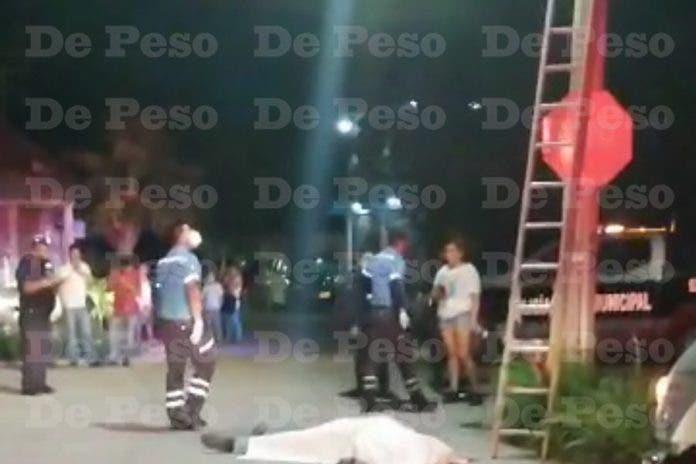 Trabajador pierde la vida al caer de poste de luz en Tulum