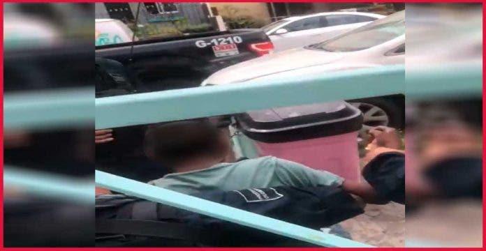 Denuncian a policías por abuso en contra de niño en situación de calle