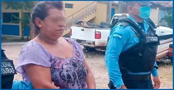 Detienen a abuelita por grabarse abusando de su nieta de 5 años